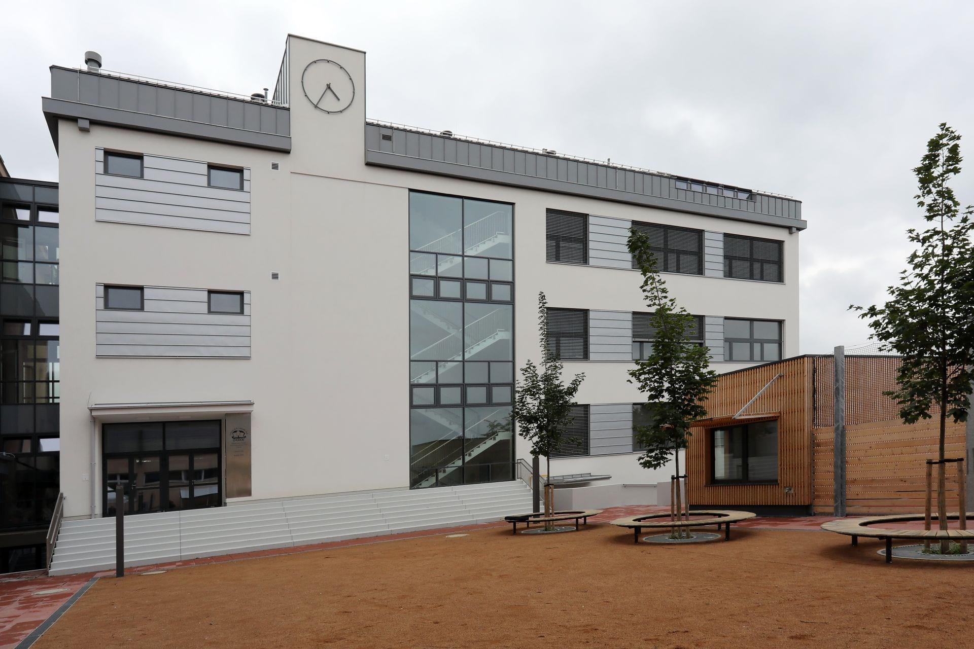 Základní škola Chodov - předání